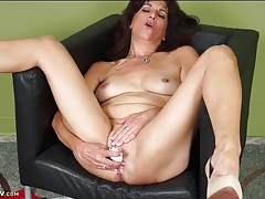 Mature explores her pussy with a pleasurable toy tubes