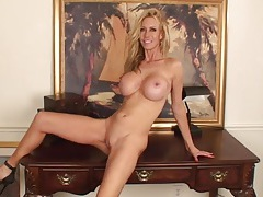 Fit milf bimbo babe with a great set of fake tits tubes