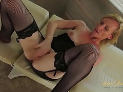 Fishnets and lingerie on a masturbating older lady tubes