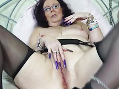 Crazy long fingernails on a masturbating old lady tubes