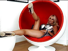 Bimbo cara brett plays with her feet and big tits tubes
