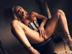 Lady boss milf squirts tubes