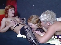 Skilled pussy licking chicks in a threeway tubes