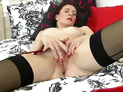 Red lipstick looks classy on a masturbating milf tubes