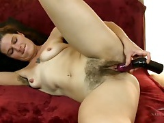 Hairy bush and legs on a toy fucking milf chick tubes