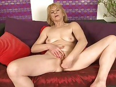 Finger fucking mature chick with a pink cunt tubes
