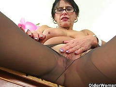British milf raven tweaks her tights for easy access tubes
