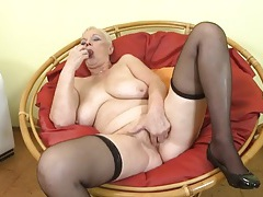 Curvy solo granny finger bangs her twat tubes