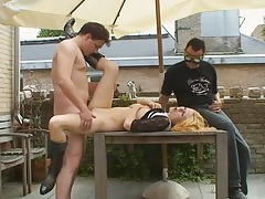 Slut fucked outdoors as a guy wanks to it tubes