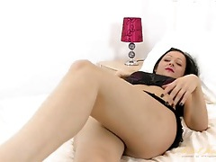Milf in hot pink lipstick turns on her cunt tubes