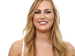 Carter cruise chats about lesbian sex in her lingerie tubes