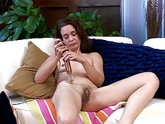 Vibrator gives her mature pussy a thrill tubes