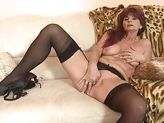 Her mature cunt is wet for dildo fucking tubes