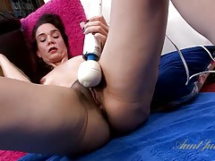 Moaning mommy gets off on a vibrator tubes