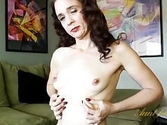 Sexy mature babe has rock hard nipples tubes