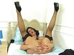 Fat tits mature babe fucks her black dildo tubes