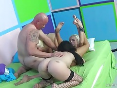 Chubby old guy blown by three stunning ladies tubes