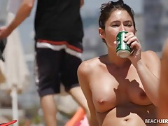 Round tits chick lotions up at the beach tubes