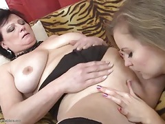 Teen with a talented tongue eats mature cunt tubes
