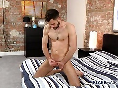Hot solo guy with a beard jerks off erotically tubes