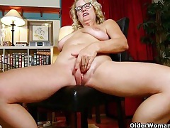 Mature milfs dalbin and denise get distracted when cleaning the house tubes