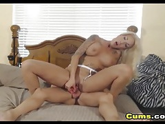Cam couple in their bedroom having anal sex tubes